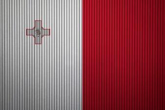 Gemalte Staatsflagge von Malta auf einer Betonmauer