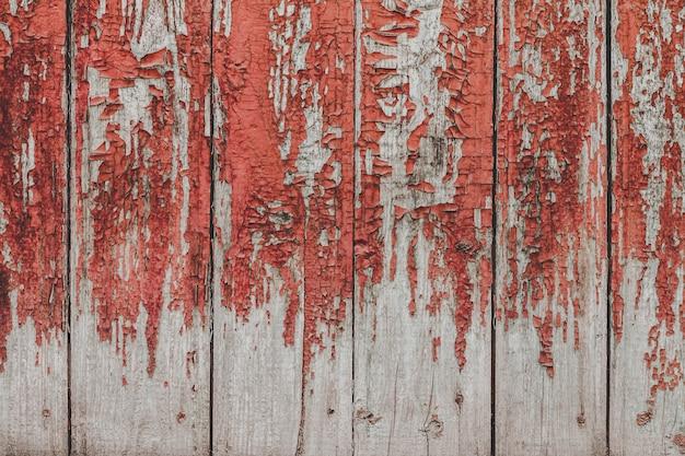 Gemalter alter hölzerner roter wandhintergrund.