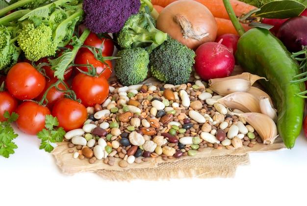 Gemischte hülsenfrüchte und gemüse