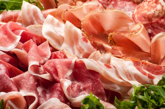 Gemischte schinken und salami-display