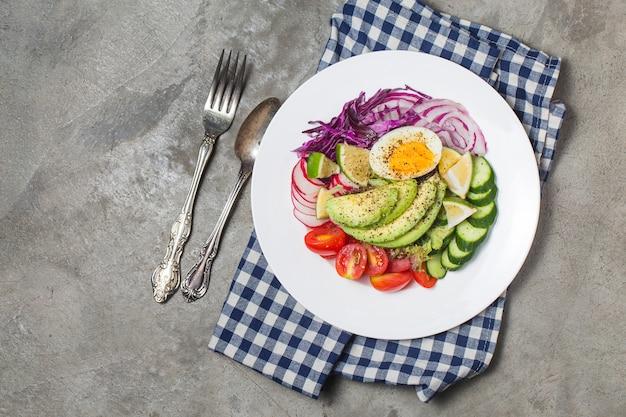 Gemischter chefsalat.mix chef's salat.avocado