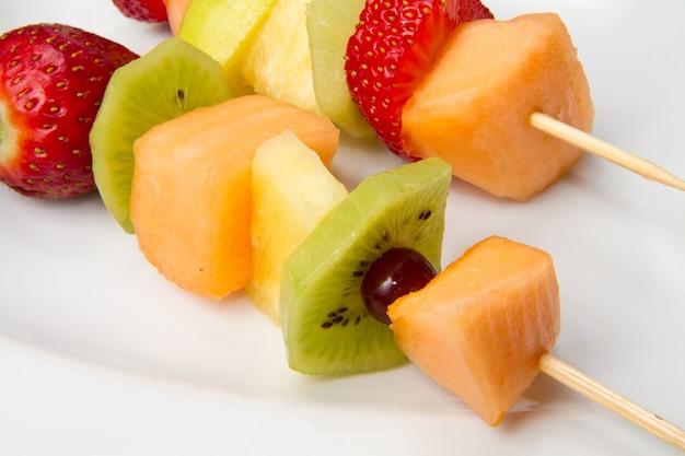 Gemischter fruchtspieß