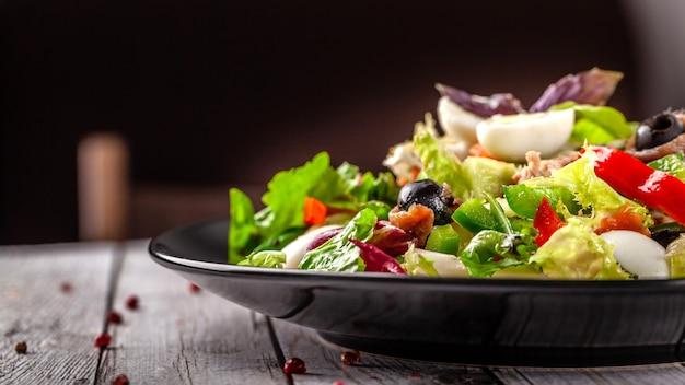 Gemischter salat fischsalat.