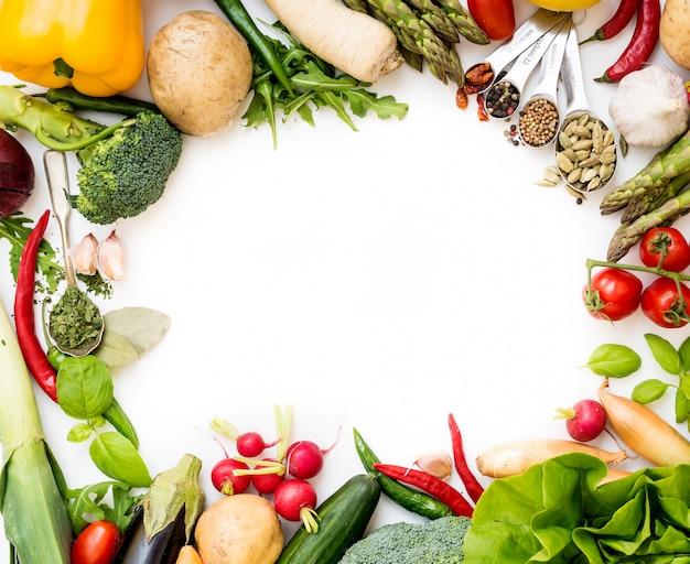 Gemüse auf einem weißen