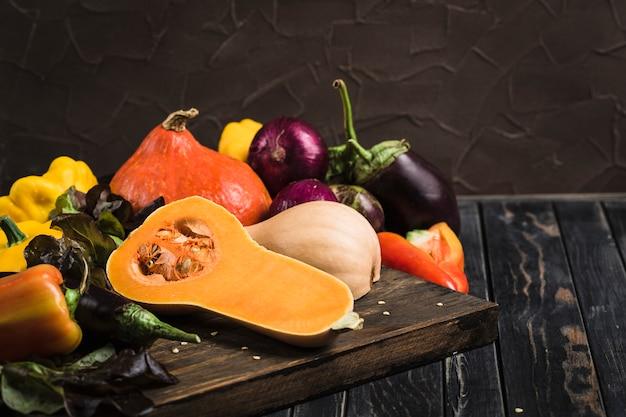 Gemüse auf schneidebrett