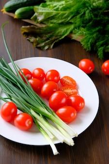Gemüse aus dem garten, bio-produkte. einmachen für den winter, ernten.