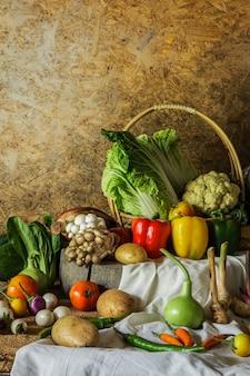 Gemüse, kräuter und früchte