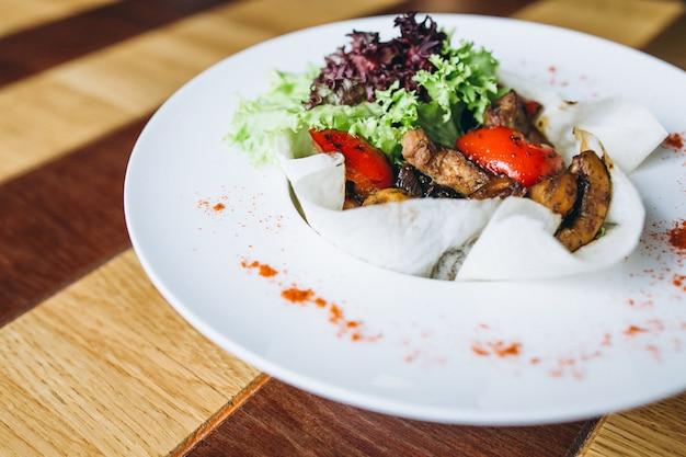 Gemüse mit fleisch
