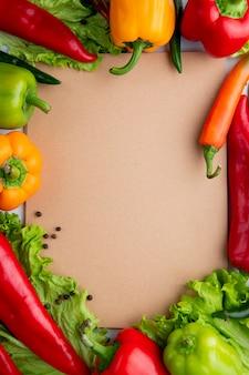Gemüse mit leerem papier