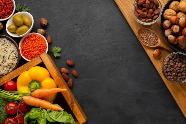 Gemüse mit nüssen und kopieraum