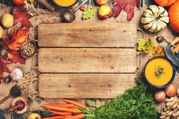 Gemüse- oder kürbissuppe und bestandteile, platz für text