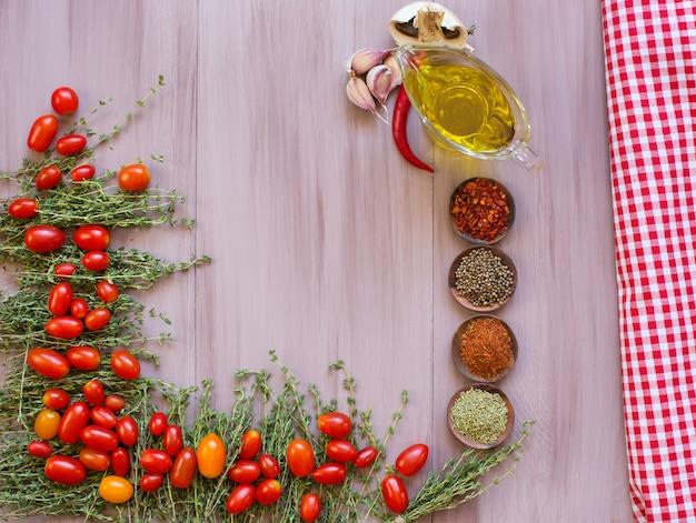 Gemüse und getrocknete gewürze mit platz für text. rahmendesign.