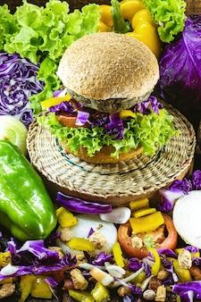 Gemüsefleisch, fleischloser hamburger, brot ohne eier oder milch, 100% veganes essen, gesunde lebensweise
