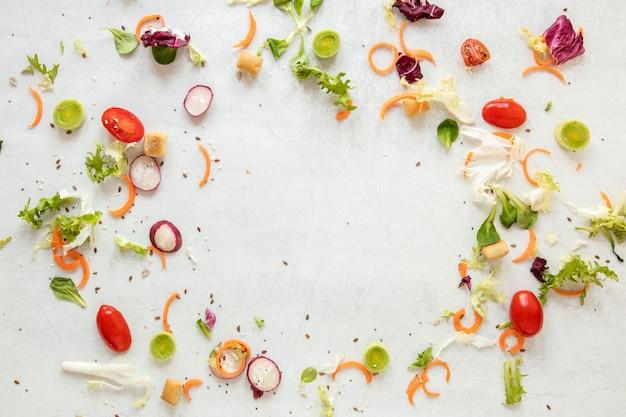 Gemüserahmen auf dem tisch