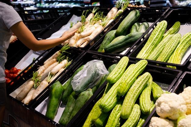 Gemüseregale in maket