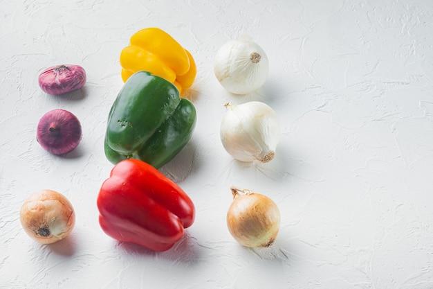 Gemüsesammlung paprika und zwiebeln,