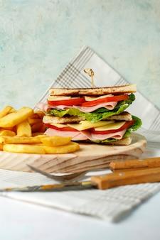 Gemüsesandwich mit käse