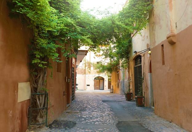 Gemütliche alte straße in trastevere, rom, italien