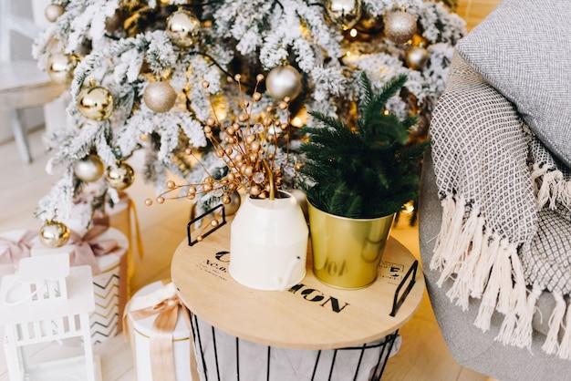 Gemütliche zuhause-weihnachtsinnenraumgegenstände