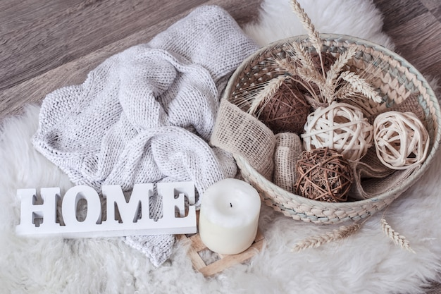 Gemütliches zuhause stillleben mit der inschrift zuhause