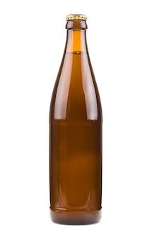 Generische braune bierflasche, versiegelt und gefüllt mit bier isoliert auf weißem hintergrund
