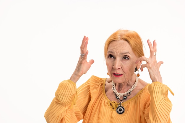 Genervte frau isoliert gestresste alte dame, wie man mit stress umgeht