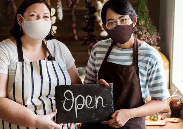 Geöffnet im neuen normalen café, covid 19