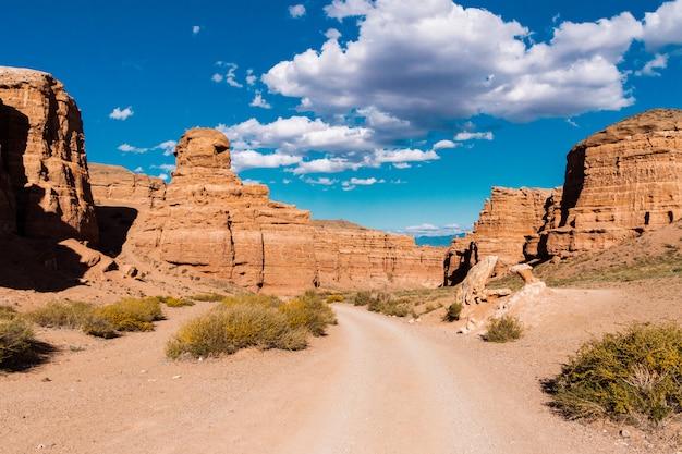 Geologische formation besteht aus erstaunlichen großen roten sandstein.