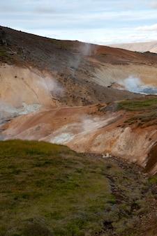 Geologische geothermische mineralbeckenentlüftungsöffnungen in island