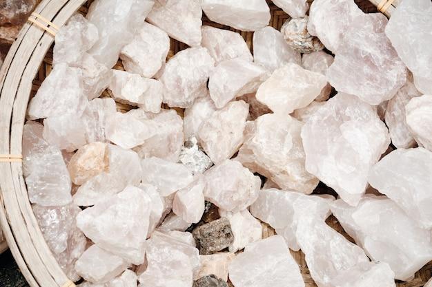 Geologischer dekorativer mineralstein-quarzeimer