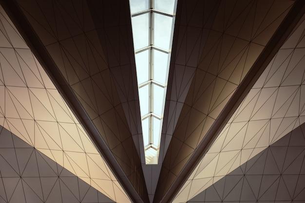 Geometrische decke mit windows. abstrakt