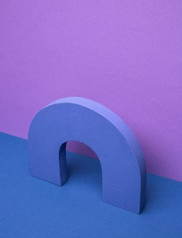 Geometrische form auf dem tisch
