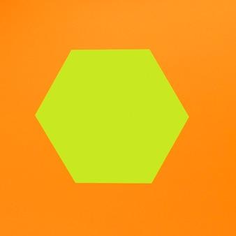 Geometrische formen auf orangefarbenen hintergrund