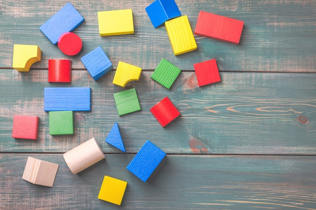 Geometrische formen für das logische denken der kinder. bausteine für kinder.