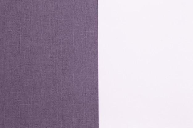 Geometrischer papierhintergrund aus lila kopienraum für ihre textdraufsicht