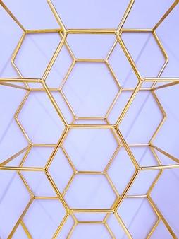 Geometrisches muster von sechsecken aus metall in goldfarbe auf einem purpur. konzept, abstraktion