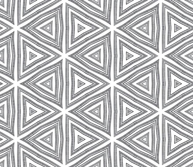 Geometrisches nahtloses muster. schwarzer symmetrischer kaleidoskophintergrund. handgezeichnetes geometrisches nahtloses design. textilfertiger feindruck, bademodenstoff, tapete, umhüllung.