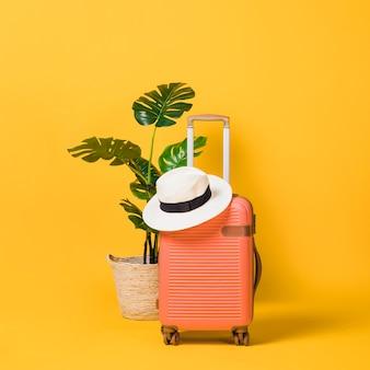 Gepackter koffer bereit zur reise