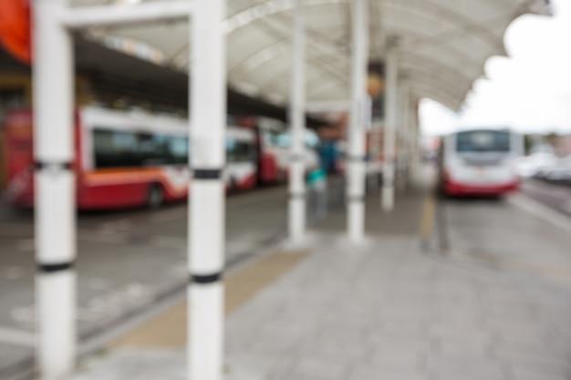 Geparkte busse am busbahnhof