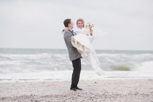 Gerade geheiratet am strand