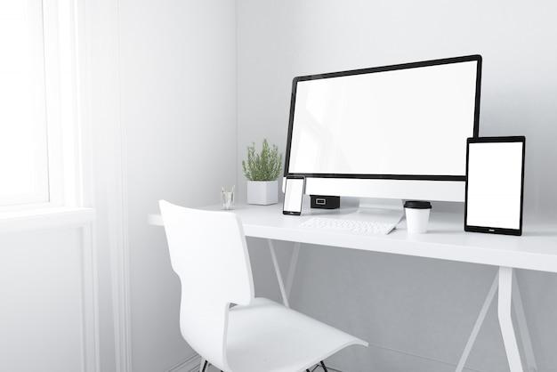 Geräte auf weißem minimalem arbeitsbereich