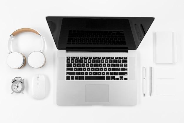 Geräte- und notebook-anordnung