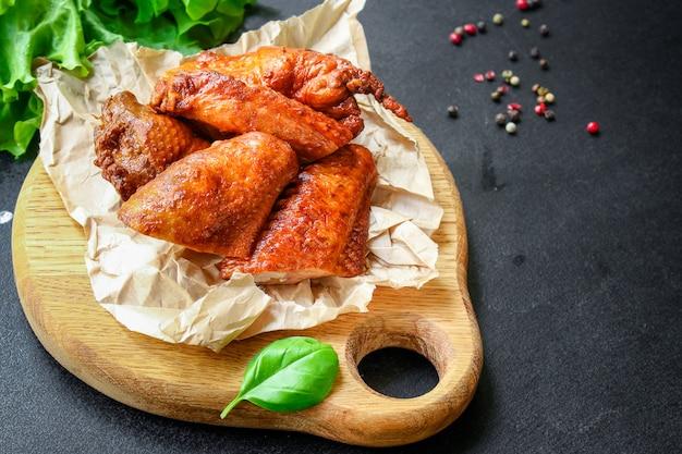 Geräucherte hühnerflügel fleisch geflügel