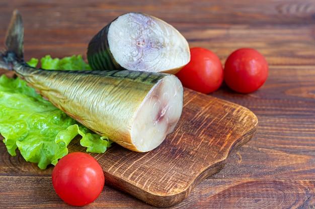 Geräucherte makrele mit kulinarischen zutaten