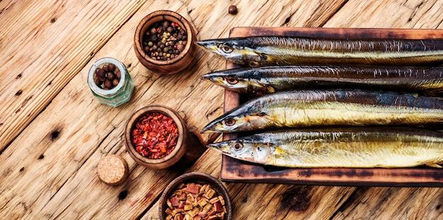 Geräucherter fisch makrelenhecht Premium Fotos