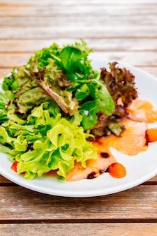 Geräucherter lachssalat
