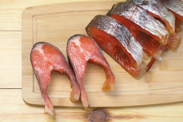 Geräucherter roter fisch
