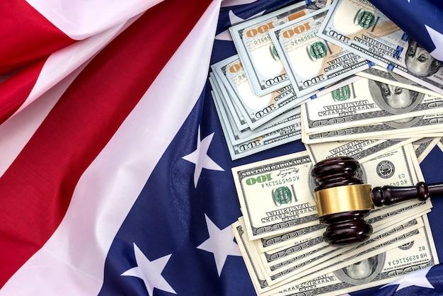Gerechtigkeit ist die amerikanische flagge und währung