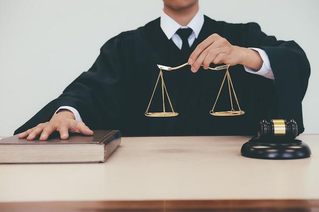 Gerechtigkeit und gesetzeskonzept.