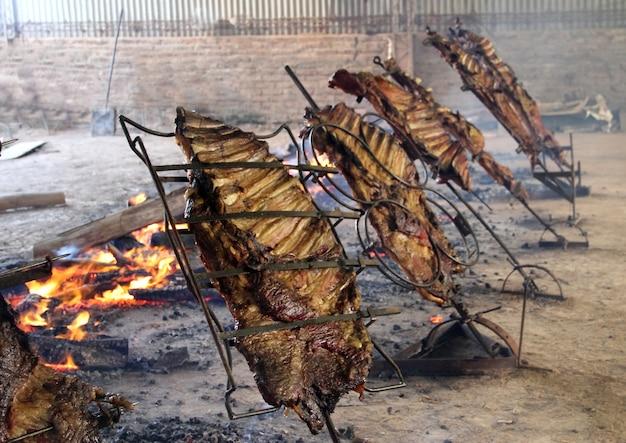 Geröstet zum typischen argentinischen pfahl